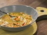 Пилешка супа с нахут и печени чушки